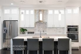 Kitchen Countertops Backsplash - simple kitchen with white carrara marble kitchen countertops