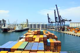 entering the port of veracruz mexico travelling on container
