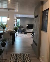 Wohnzimmer Mit Offener K He Modern Bodentiefe Fenster Im Wohnzimmer Mit Blick Richtung Garten