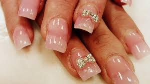 nails with diamonds and bows beautify themselves with sweet nails