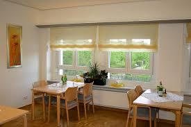 gardinen für die küche sichtschutz in der küche vorhänge plissees und rollos
