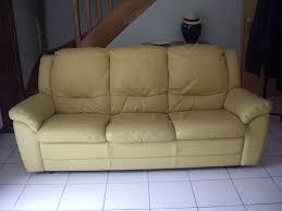 canape jaune cuir achetez canapé cuir jaune 3 occasion annonce vente à nantes 44