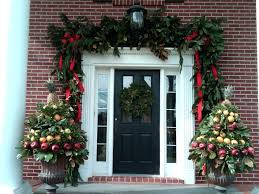 garland around front door designs