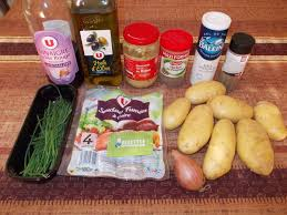 cuisiner des saucisses fum馥s salade de pommes de terre et saucisses fumées