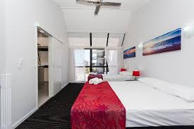Split Level Bedroom by 1 Bedroom Split Level Apartment Lounge Picture Of Broadbeach