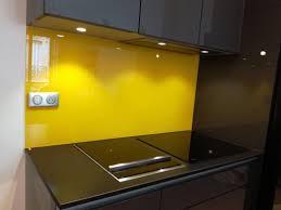 credence de cuisine en verre credence verre pour cuisine crédence de cuisine en verre jaune