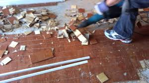 how to remove engineered hardwood flooring from concrete
