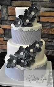 fondant wedding cakes fondant vs buttercream icing a cake