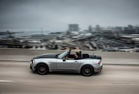 fiat spider white 2018 fiat 124 spider adds red top edition autoguide com news