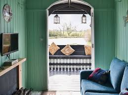 lakeside hut 1 bedroom property in shaftesbury pet friendly