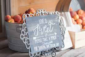 creative wedding favors stylish and creative wedding favor ideas modwedding
