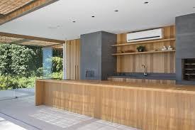 cuisine d été en bois piscine à débordement cuisine d été et vue spectaculaire