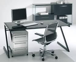 bureau en verre noir zeolith bureau en verre noir 126 x 80 cm pieds noirs