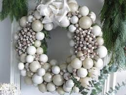 the white wreath paperblog
