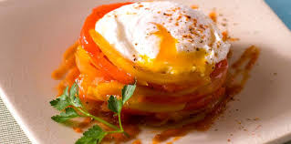 le oeuf piperade à l œuf poché facile et pas cher recette sur cuisine