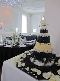 decoration mariage noir et blanc un mariage chic et intimiste en noir et blanc with a like