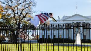 washington dc thanksgiving man wearing american flag arrested after jumping white house fence