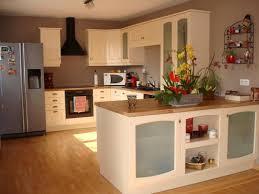 comptoir de c amique cuisine carrelage de sol en céramique blanche polie comptoir bois lisse