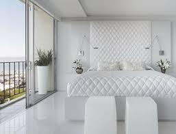 chambre contemporaine blanche design intérieur d un blanc immaculé design feria
