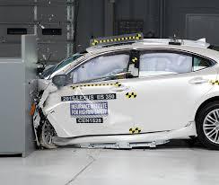 lexus es300h test facelifted 2016 lexus es got high scores in iihs tests youwheel