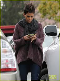 back view of halle berry hair halle berry talks the call poodle hairdo photo 2834419 halle