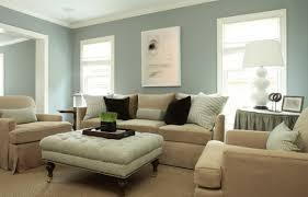 farbe wohnzimmer ideen blaue wand dekokissen braune farbe sessel wohnzimmer streichen