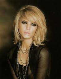 sliced layered chin lengt bob with bangs jessica simpson s sexy layered haircut with side bangs for thick