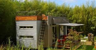 casa cúbica turns shipping container into vacation villa roof
