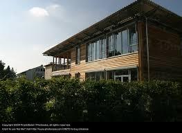 moderne holzhã user architektur modernes holzhaus ein lizenzfreies stock foto photocase