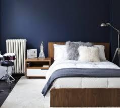 deco chambre adulte bleu déco deco chambre adulte bleu lit table de nuit en bois tapis