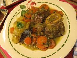 cuisiner jarret de boeuf recette vidéo jarret de bœuf à l os en cocotte à l ancienne de