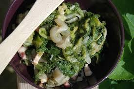 salade verte cuite recette cuisine salade cuite aux oignons gingembre et lardons les jardins de