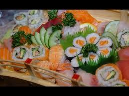 cuisine japonaise sushi et maki dans la cuisine japonaise