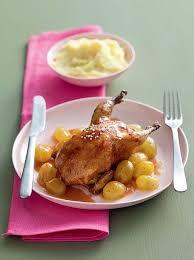 cuisiner la caille recette cailles au raisin blanc et vin muscat