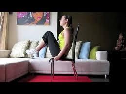sur chaise le levé des genoux sur chaise exercice abdominaux pour un ventre