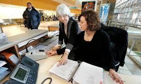 Oklahoma Travelers Aid images Jewish temple volunteers aid christmas travelers at airport jpg