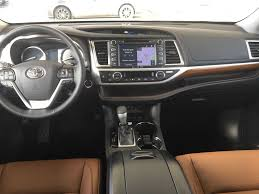 toyota main new 2017 toyota highlander 4 door sport utility in kelowna bc 7hl8524