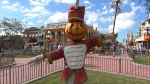 halloween decorations at the magic kingdom 2013 scarecrows