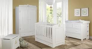 meuble chambre d enfant meuble bois massif pour chambre de bébé lit commode armoire