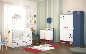babyzimmer möbel set babyzimmer einrichten bunte wandsticker verzieren die möbel