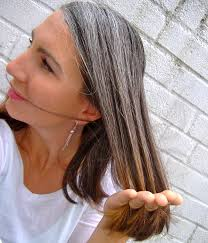 how to grow in gray hair with highlights growing out gray hair transition grey hair pinterest gray
