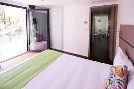 images chambre chambre donnant sur la terrasse de 18m2 ร ปถ ายของ apparthotel la