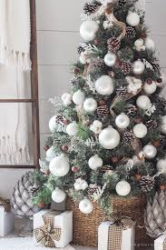 How To Decorate A Large Christmas Tree - simple farmhouse christmas bedroom rusty metal large white and