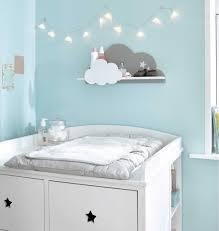 étagères chambre bébé 17 astuces pour aménager ranger décorer la chambre de bébé