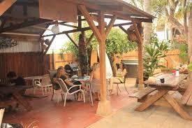 banana bungalow maui hostel dorms for rent in wailuku hawaii