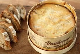 comment cuisiner un mont d or recette mont d or en raclette