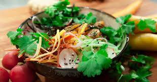 cuisiner sushi le bol poke un plat d inspiration hawaïenne entre le tartare et le