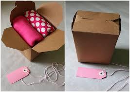 boite emballage cadeau en carton diy emballer des cadeaux de naissance c u0027est simple comme