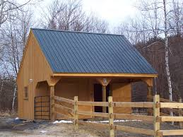 Barn Roof Styles by Best 25 Small Barns Ideas On Pinterest Horse Barns Horse Farm