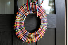 decorating ideas cool creative handmade crayon crayola wreath erin